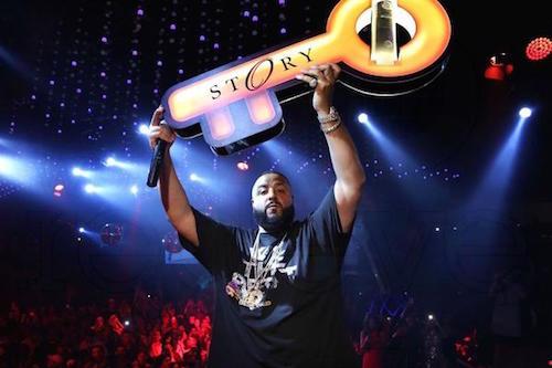 dj-khaled-holding-key-bottle-service-presenter-carrier-holder-tray-customgrande.jpg