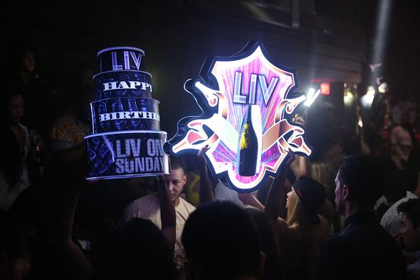 royal-bottle-presenter-2-grande-royale-vip-led-champagne-bottle-service-presenter-holder-carrier-custom-branded-miami-high-end-liv-hype-nightclubshop.jpg